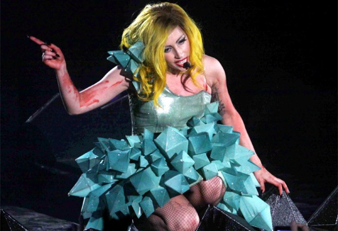 cliomakeup-star-povere-lady-gaga-3-costume-turchese