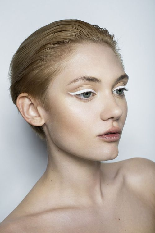 cliomakeup-trucco-veloce-eyeliner-bianco