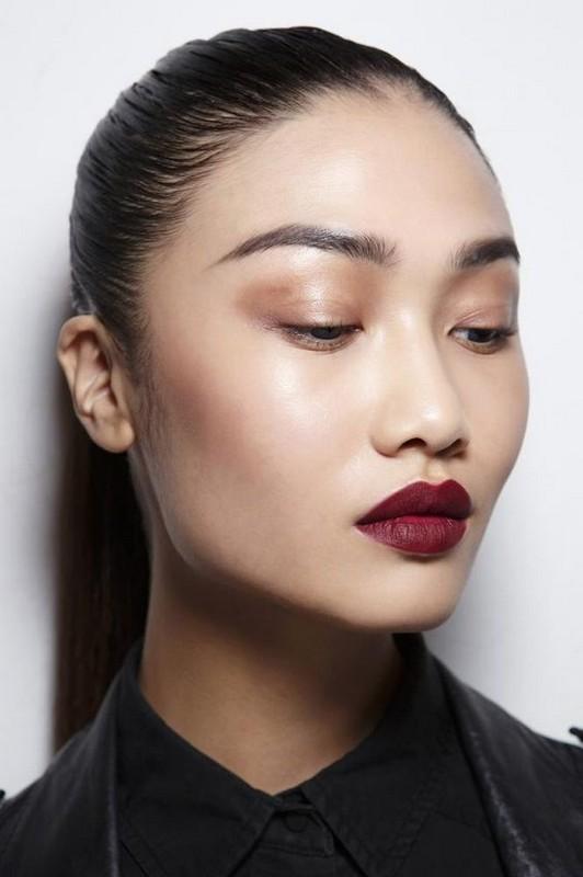 ClioMakeUp-trend-labbra-autunno-inverno-tinte-scure-rosso-opaco