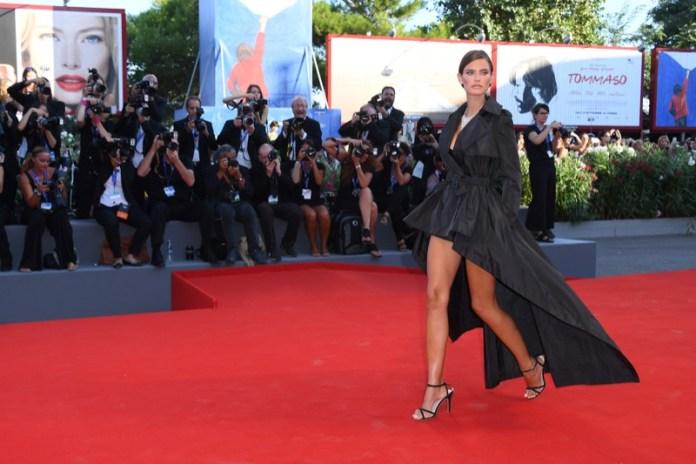 ClioMakeUp-venezia-mostra-del-cinema-73-2016-look-abiti-star-red-carpet-trucchi-13.jpg