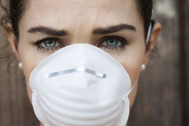 ClioMakeUp-inquinamento-male-pelle-detox-mascherina