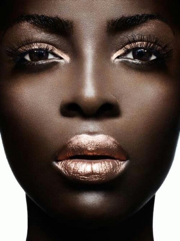 ClioMakeUp-metallico-metallizzato-trucco-makeup-rossetto-labbra-ombretto-smalto-metal-glitter-23