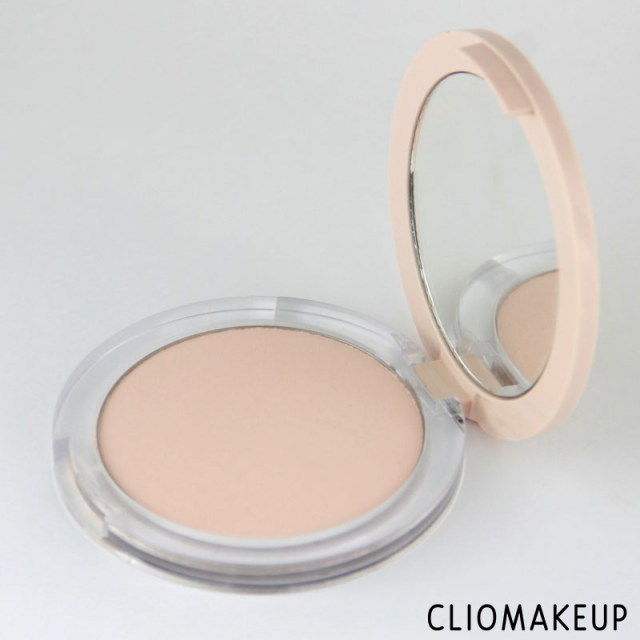 cliomakeup-recensione-fondotinta-camouflage-2-in-1-powder-e-make-up-essence-4
