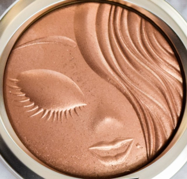 ClioMakeUp-collezioni-make-up-natale-2016-MAC-Holiday-2016-Mariah-Carey-Collection