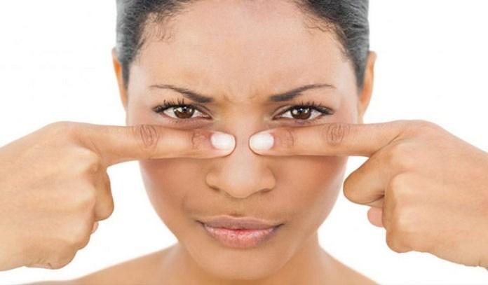 ClioMakeUp-punti-bianchi-naso-dita-schiacciare