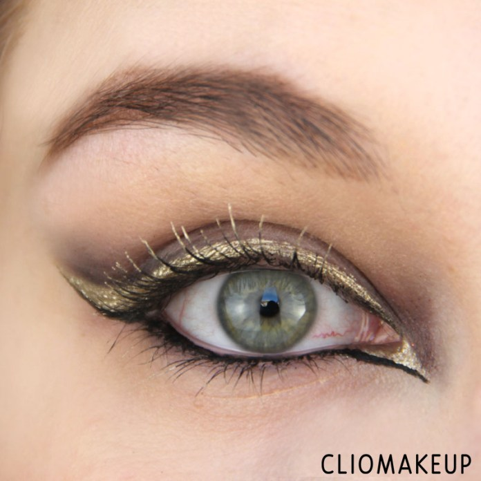 cliomakeup-recensione-the-little-xmas-factory-gold-eyeliner-essence-14