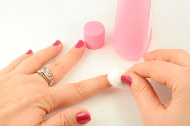 ClioMakeUp-togliere-smalto-unghie-solvente