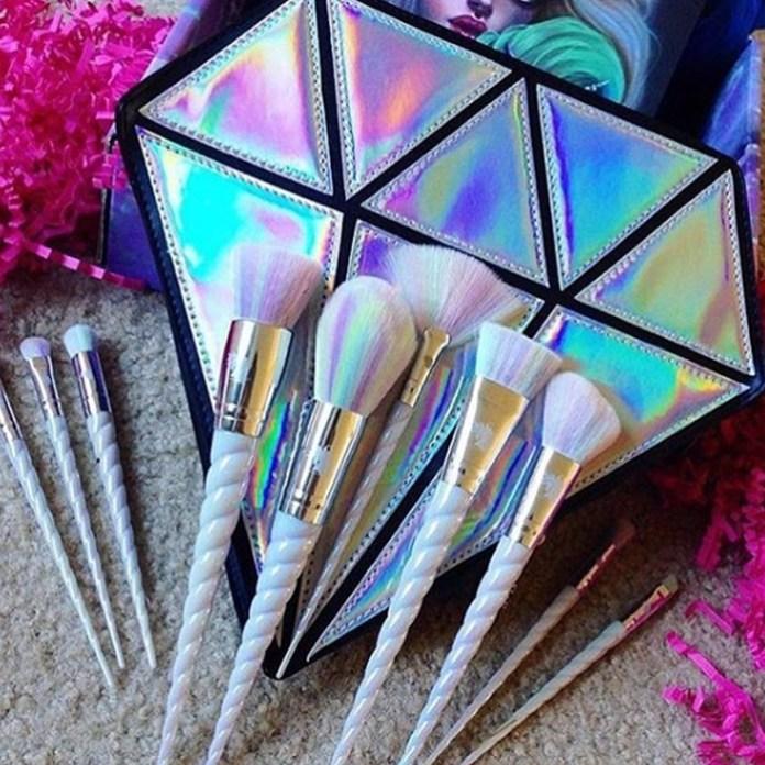 ClioMakeUp-trend-unicorn-mania-unicorni-capelli-acconciature-prodotti-tinte-makeup-illuminanti-accessori-20