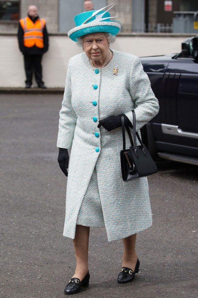 cliomakeup-come-indossare-mocassini-14-regina-elisabetta