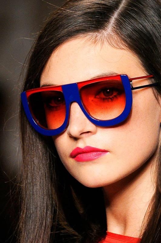 ClioMakeUp-occhiali-da-sole-colorati-rosa-azzurri-rossi-gialli-arancioni-vintage-17