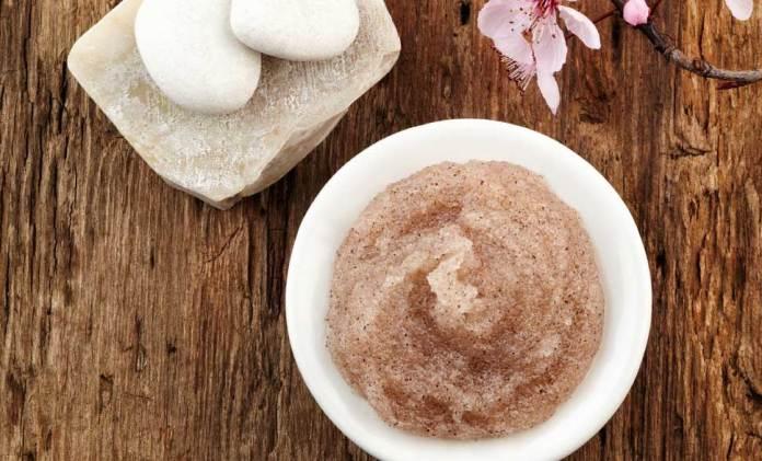 ClioMakeUp-olio-mandorle-dolci-usi-benefici-smagliature-gravidanza-massaggio-cura-mani-unghie-prodotti-top-1