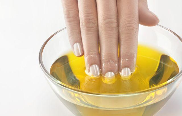 ClioMakeUp-olio-mandorle-dolci-usi-benefici-smagliature-gravidanza-massaggio-cura-mani-unghie-prodotti-top-9