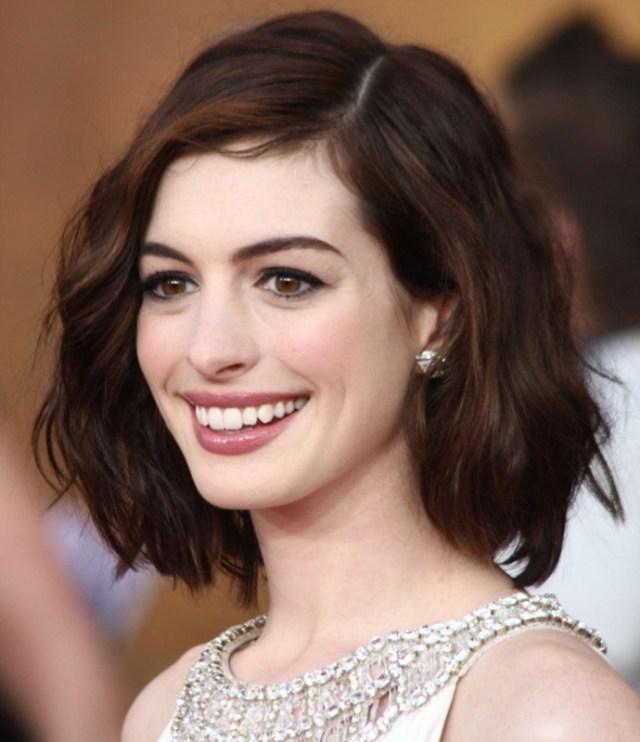 Trovare la lunghezza di capelli perfetta per il proprio viso con un ... 5d525cb7b28f