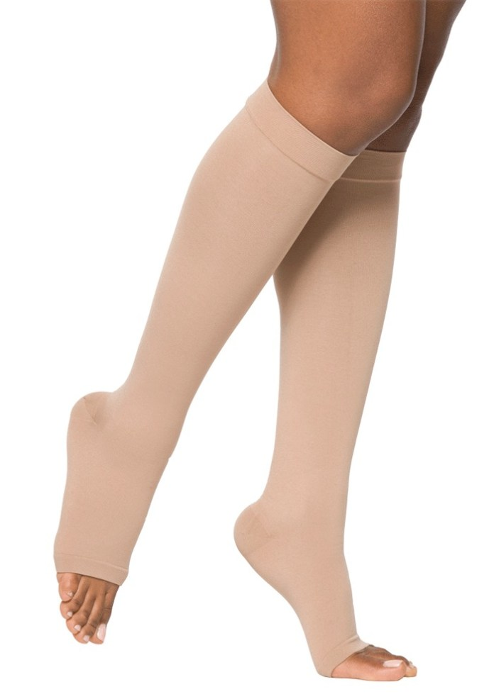 cliomakeup-caviglie-gonfie-10-calze-compressive