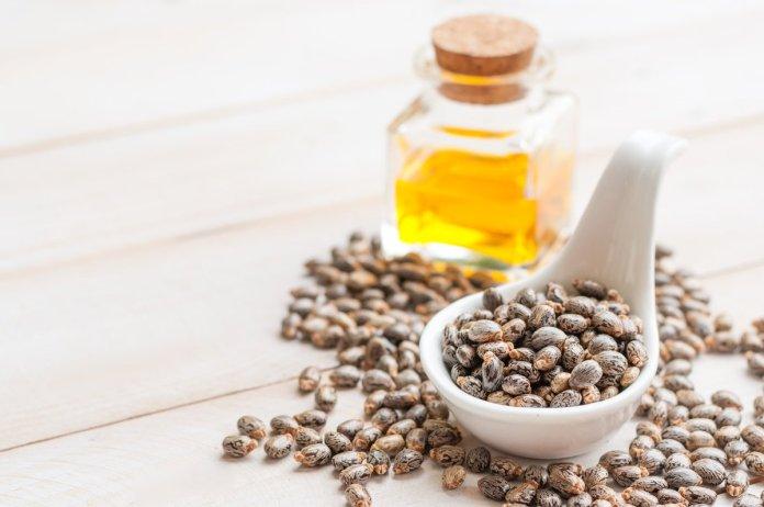 ClioMakeUp-olio-di-ricino-cosmesi-usi-proprieta-impieghi-utilizzi-14
