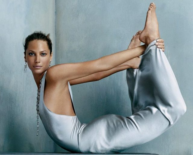 ClioMakeUp-yoga-giornata-internazionale-disciplina-celebrity-corpo-benefici-funziona-serve-christy-turlington