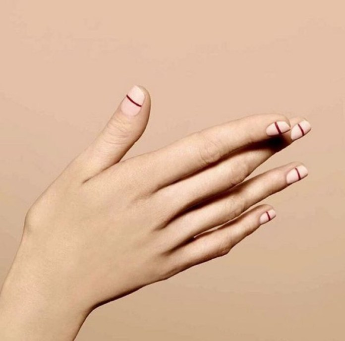 ClioMakeUp-nail-art-unghie-corte-facili-semplici-eleganti-moda-manicure-pois-righe-puntini-18
