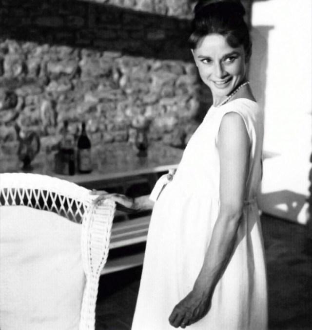 32df184853a4 Evoluzione Vestiti Maternità  100 Anni Di Fashion Con Il Pancione ...