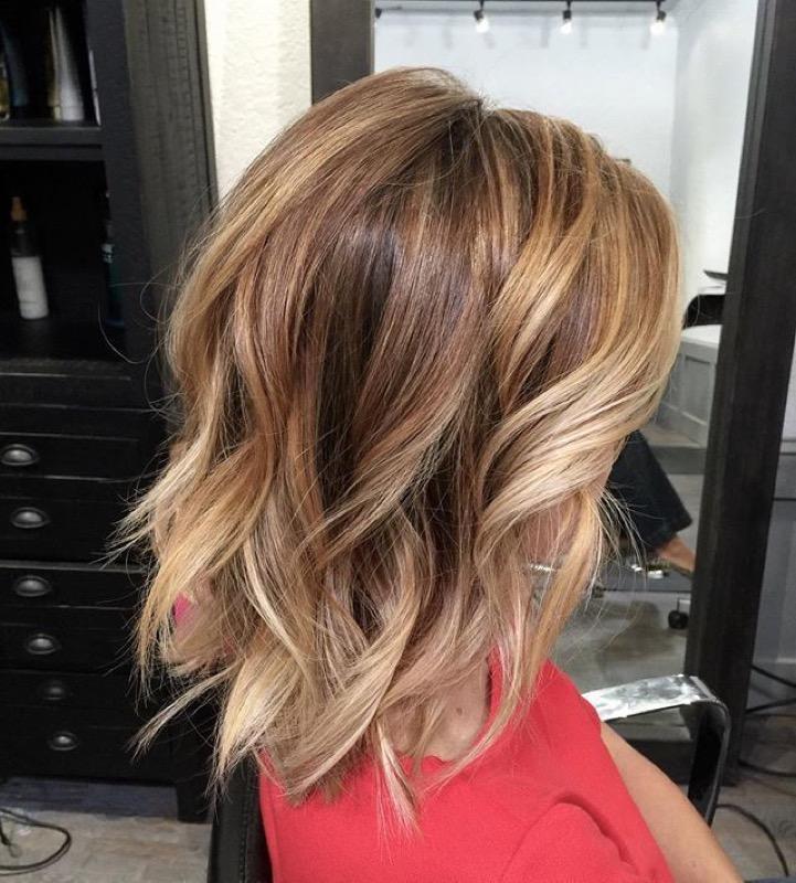 piega ondulata capelli corti