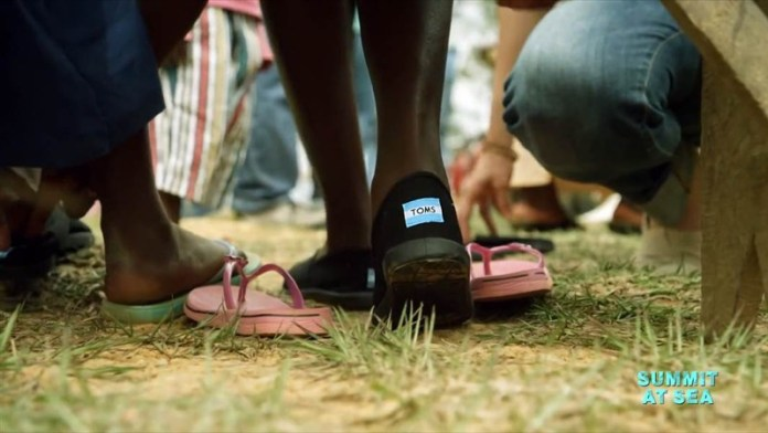 ClioMakeUp-toms-brand-iniziative-benefiche-scarpe-occhiali-sole-accessori-beneficienza-14