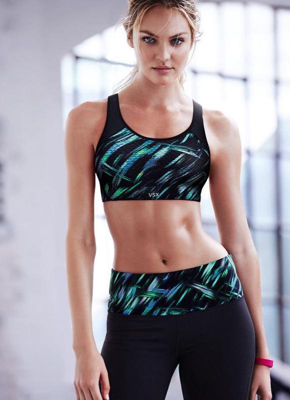 ClioMakeUp-esercizi-fitness-donna-kettleball-fitball-elastico-stretching-piegamenti-12