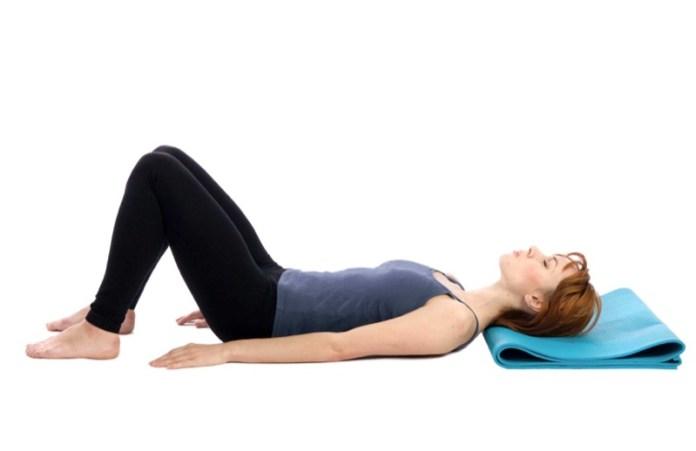 ClioMakeUp-esercizi-fitness-donna-kettleball-fitball-elastico-stretching-piegamenti-9
