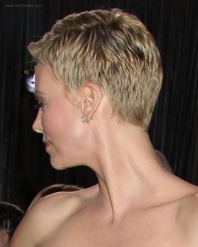 ClioMakeUp-riga-capelli-lato-mezzo-centrale-detra-sinistra-giusta-migliore-star-celebrity-10