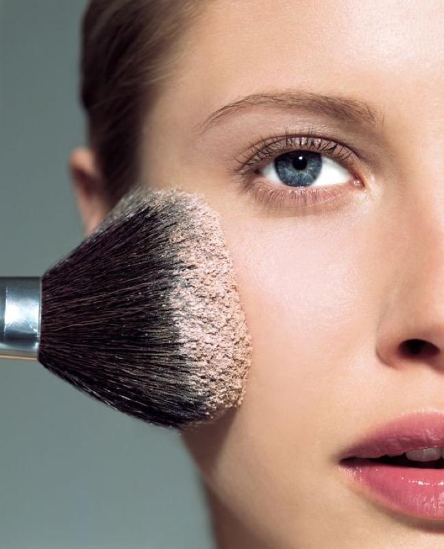 ClioMakeUp-contouring-pelle-chiarissima-consigli-ispirazioni-beauty-come-realizzarlo-10