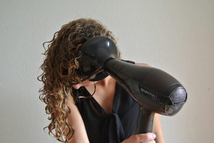 ClioMakeUp-come-usare-phon-tipo-capelli-riccilisci-fini-corti-crespi-asciugare-piega-11