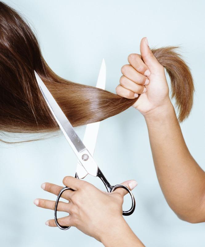 Ogni quanto vanno tagliati i capelli ricci