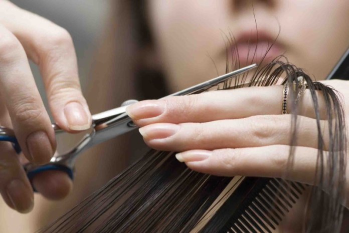 ClioMakeUp-ogni-quanto-vanno-tagliati-capelli-spuntare-parrucchiere-7