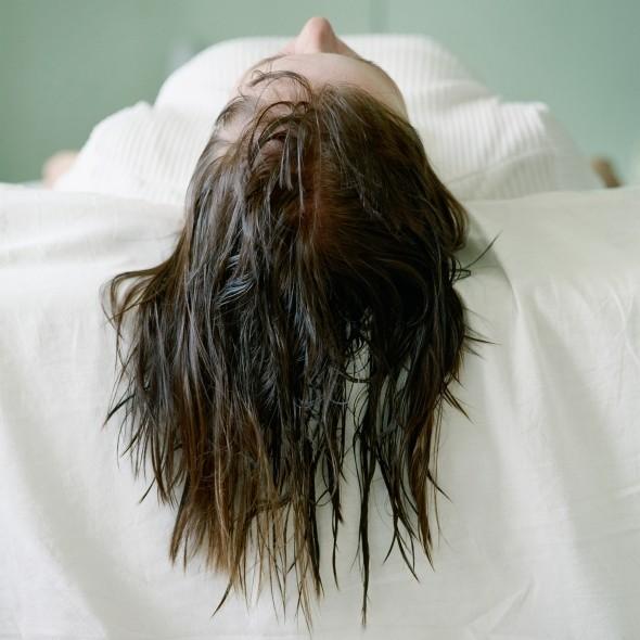 cliomakeup-errori-capelli-estate-14-bagnati