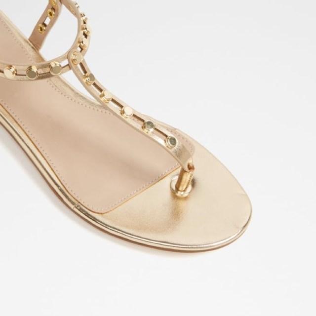 ClioMakeUp-celebrity-star-outfit-vestiti-capi-economici-zara-other-stories-adidas-13