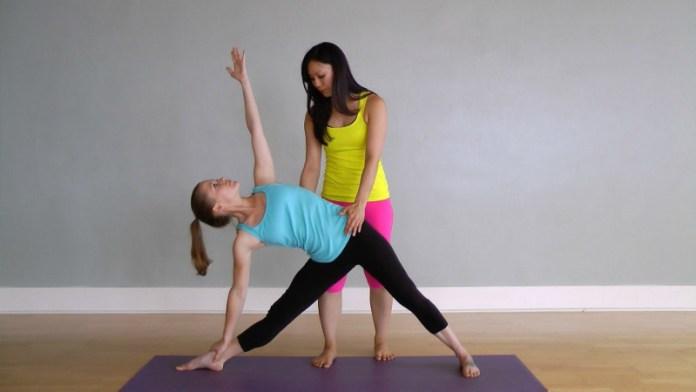 cliomakeup-yoga-per-rassodare-il-seno-11