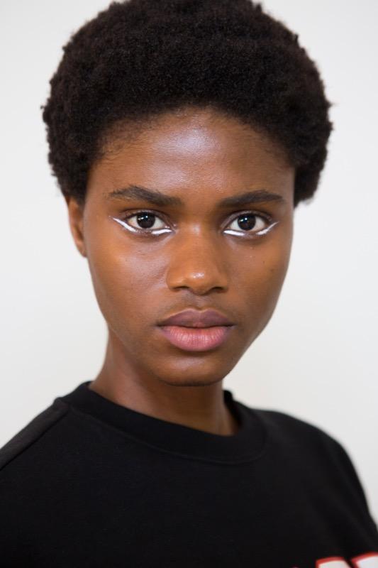 cliomakeup-tendenze-makeup-sfilate-11-eyeliner-bianco.jpg