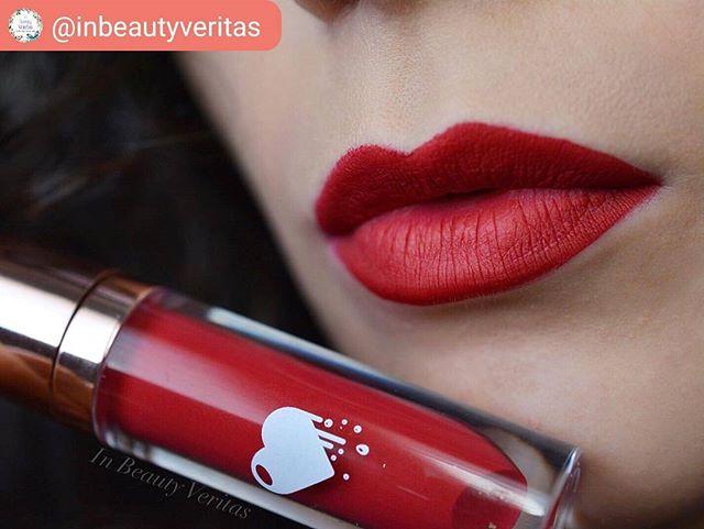 ClioMakeUp-liquidlove-fire-kiss-rossetto-rosso-freddo-liquido-no-transfer-matt-opaco-4