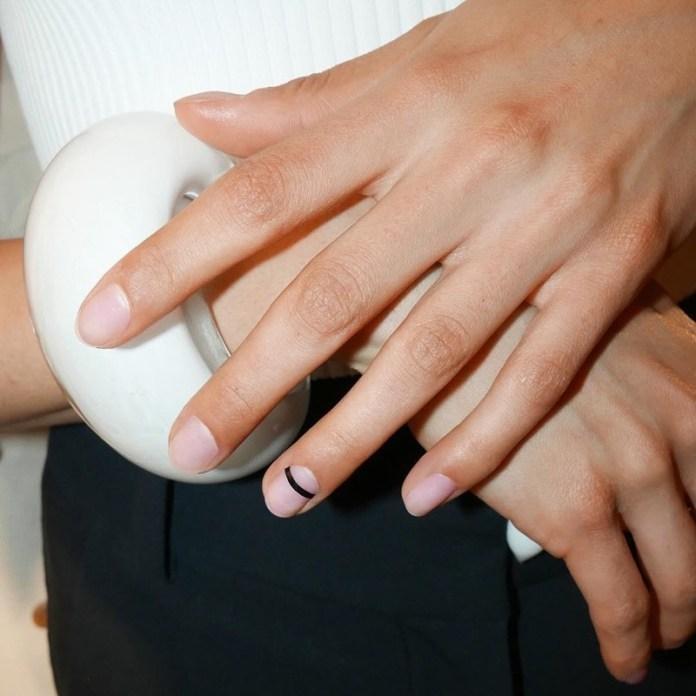cliomakeup-tendenze-unghie-sfilate-5-nail-art