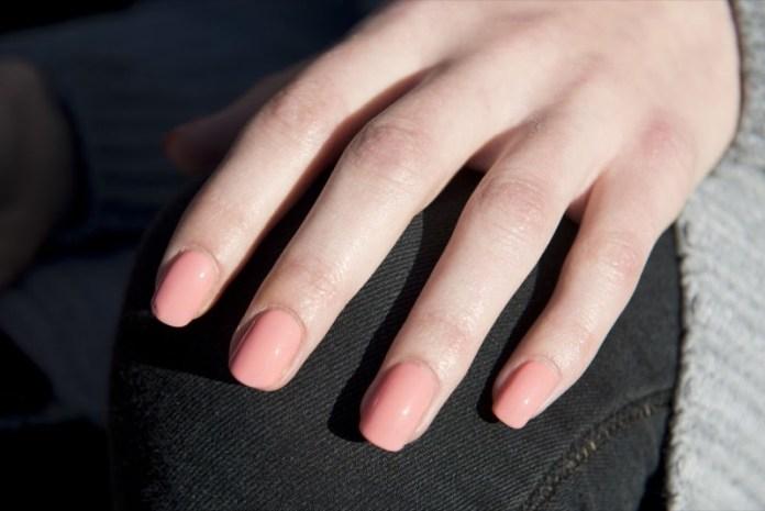 cliomakeup-tendenze-unghie-sfilate-24-rosa-pastello