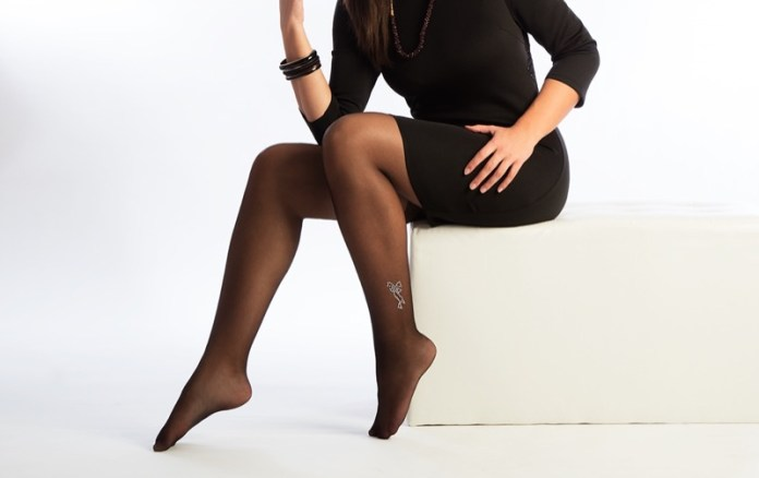ClioMakeUp-collant-curvy-model-passerelle-bandelette-calze-comode-abbinarle-fashion-17