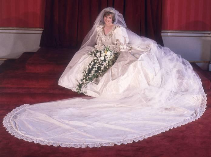 Vestiti Da Sposa Imbarazzanti.Imbarazzanti Incidenti Ai Matrimoni Reali 8 Episodi Che Forse