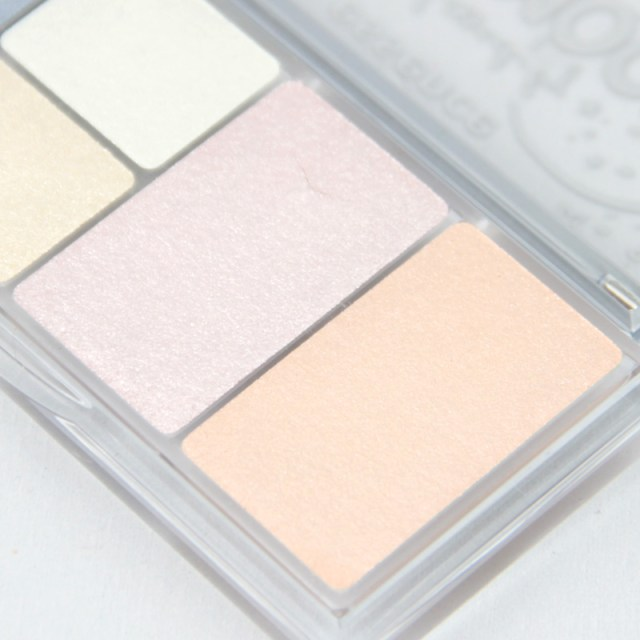 cliomakeup-recensione-be-kissed-by-the-moon-eye-and-face-palette-essence-3