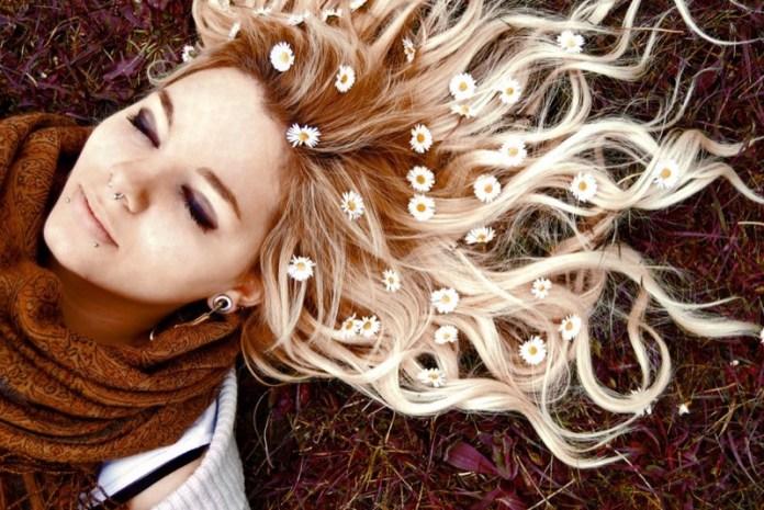SOS capelli che cadono cosa fare? Le cause e i rimedi che ...