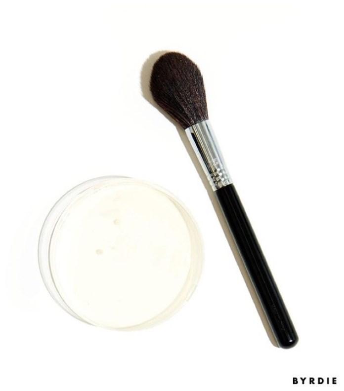 cliomakeup-pulizia-pennelli-trucco-12-test-bydie-batteri
