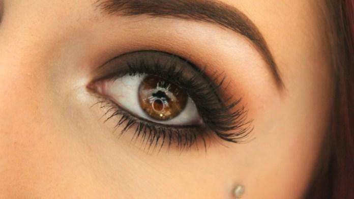 cliomakeup-trucco-semplice-occhi-marroni-castani (6)
