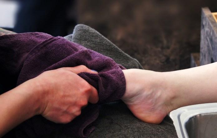 cliomakeup-come-tagliare-le-unghie-di-mani-e-piedi-9