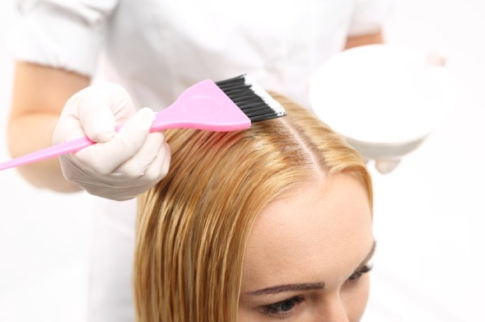 cliomakeup-tinte-capelli-allergie-danni-11-applicazione