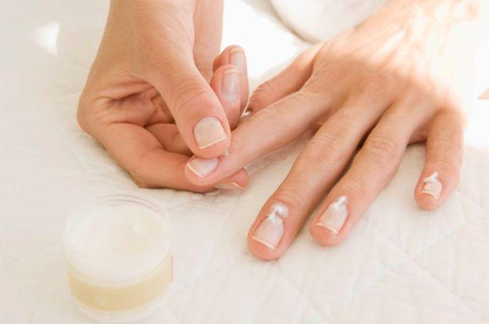 cliomakeup-help-nail-care-routine-tip-salva-unghie-7