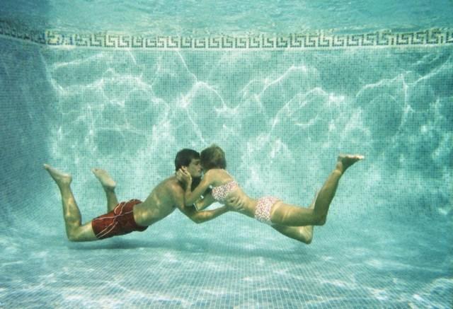 cliomakeup-sesso-in-acqua-8-piscina