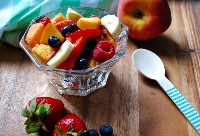 cliomakeup-dimagrire-mangiando-frutta-7