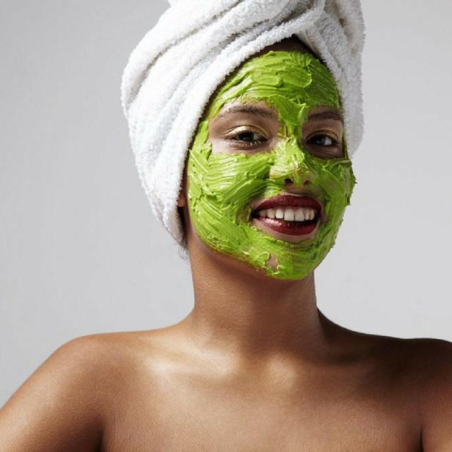 cliomakeup-avocado-pelle-capelli-11-maschera